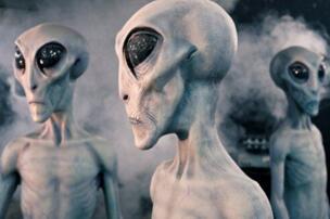 其实外星人隐居地球多年,在土著民族安居乐业共同生活