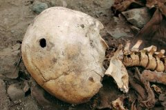 秘鲁考古惊现巨大头骨 科学家认为是外星人骨骼