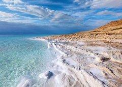 世界最深的洼地 死海盐度极高淹不死人(最深-800.112米)