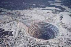 宇航员拍到地狱 俄罗斯发现指向地狱的神秘箭头