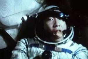 杨利伟看到外星人,不明敲门声疑是外星人来访