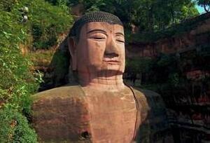 乐山大佛为什么会闭眼,难道真的是佛祖显灵吗
