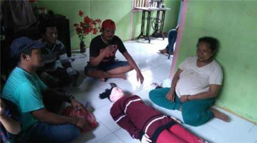 印尼渔民捡到天使全村膜拜 经鉴定结果是充气娃娃