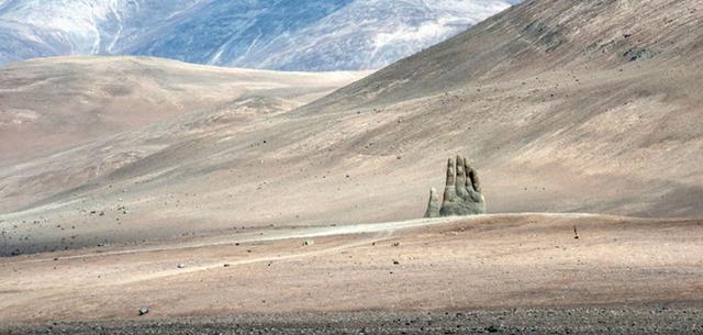 地球上最干燥的沙漠隐藏着神秘巨手