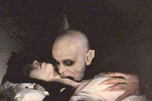 1995上海吸血鬼事件真相,吸血老太婆专吸红衣女孩