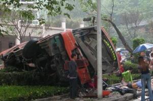 10·1重庆711公交灵异事件,大巴从桥上坠落致29人死亡