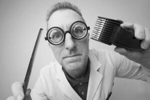 罗素理发师悖论,理发师刮脸引发第三次数学危机