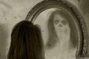 晚上不能照镜子的灵异事件科学解释,大脑疲劳错觉致幻