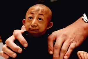 中国第一袖珍人何平平,何平平怎么死的(高74.6厘米/病死)