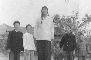 世界上最高的女性,曾金莲(身高2.48米/只活了18岁)