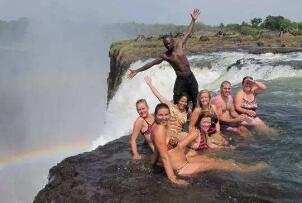 世界上最危险的游泳池,悬崖边的魔鬼池(一失足就会丧命)