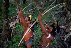 世界上唯一不会说话的民族,克曼加人(声带压缩无法讲话)