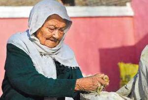 中国第一寿星阿丽米罕,目前131岁历经三个世纪(依然健在)