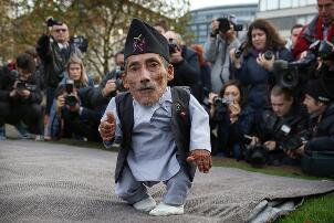 世界上最矮的人钱德拉0.546米,75岁患癌去世(终身未娶)