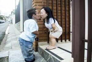 世界上最矮的夫妻,身高不足0.9米却相濡以沫一生