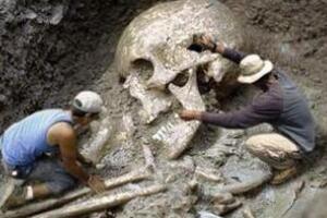 原始时代的巨人之谜,考古发现4米长人骨(巨人真实存在过)