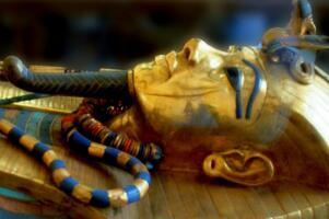 """古埃及法老图坦卡蒙的死因之谜,18岁意外死亡或因""""车祸""""(并非"""