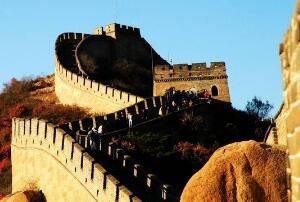 中国的长城是外星人帮助健造的吗,不是(跟外星人无关)