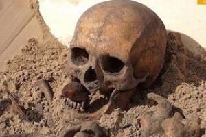 吸血鬼尸骨之谜,瘟疫导致人死后身体继续生长(非吸血鬼)